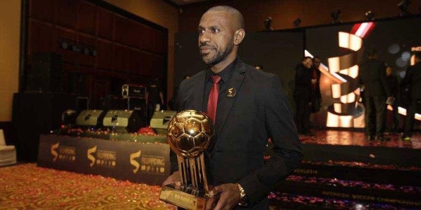 Kapten Timnas Indonesia Boaz Solossa Menjadi Pemain Terbaik ISC Musim 2016